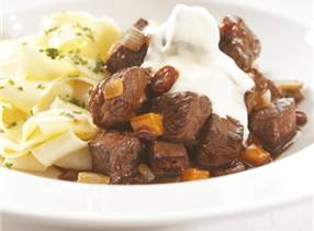 Venison ragout with berries