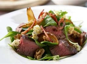 Tenderloin with grilled pear salad